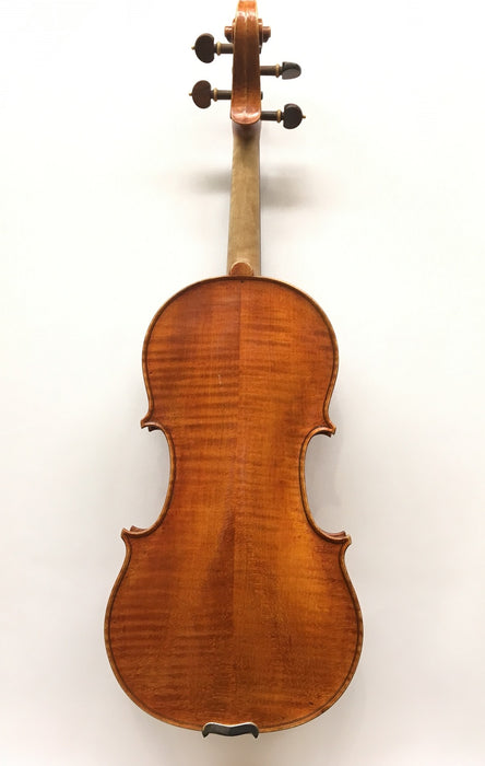 Mira Gruszow Violin back view
