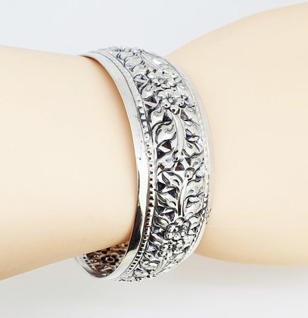 women flower cuff bangle