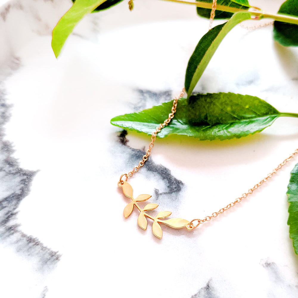 Small Leafs Necklace Gold / Silver