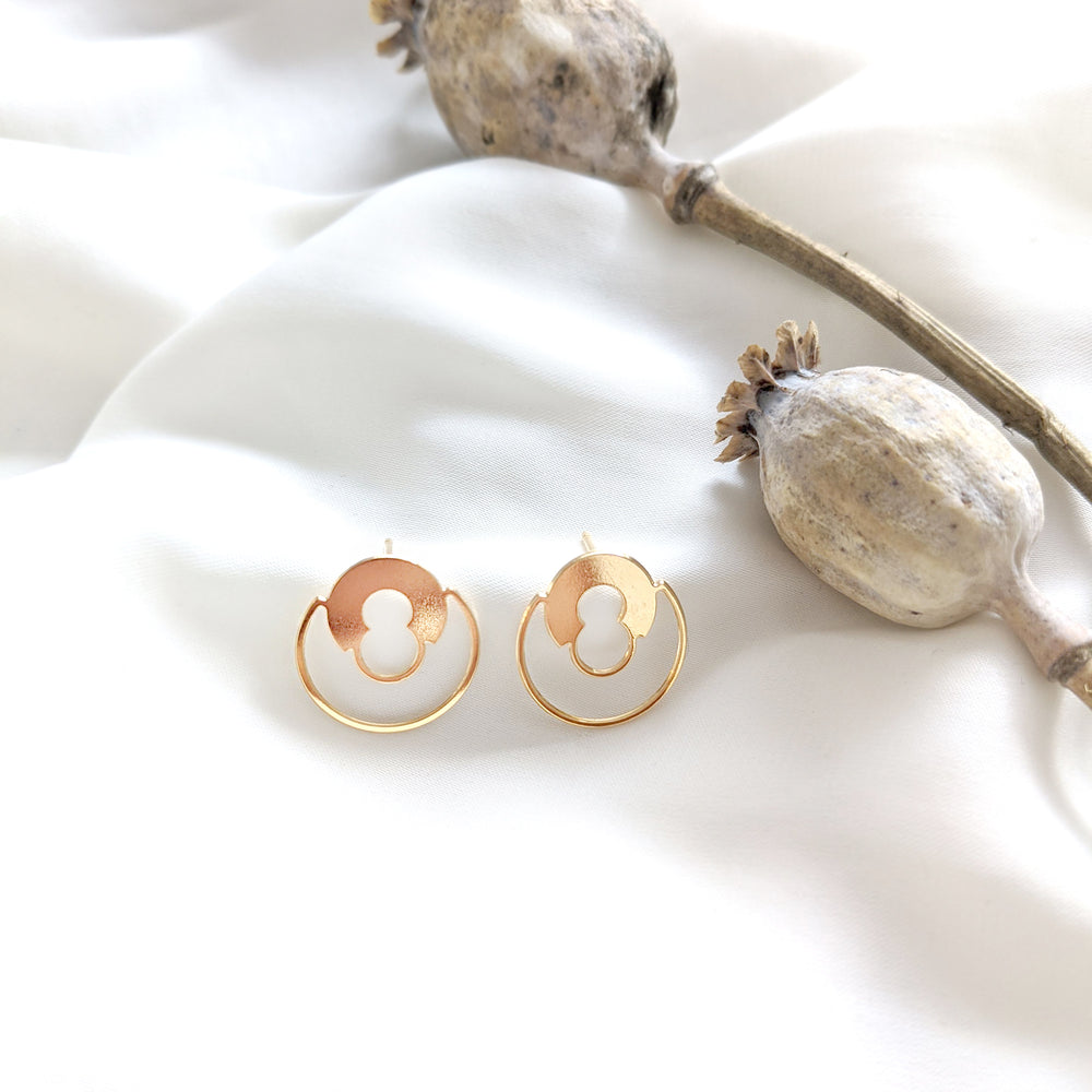Round Lock minimalist stud Earrings Gold / Silver