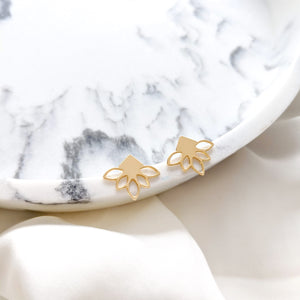 Load image into Gallery viewer, Lotus Studs Lotus Earrings gold