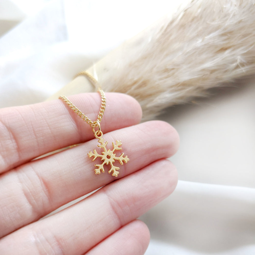 Tiny Snowflake Necklace Gold / Silver