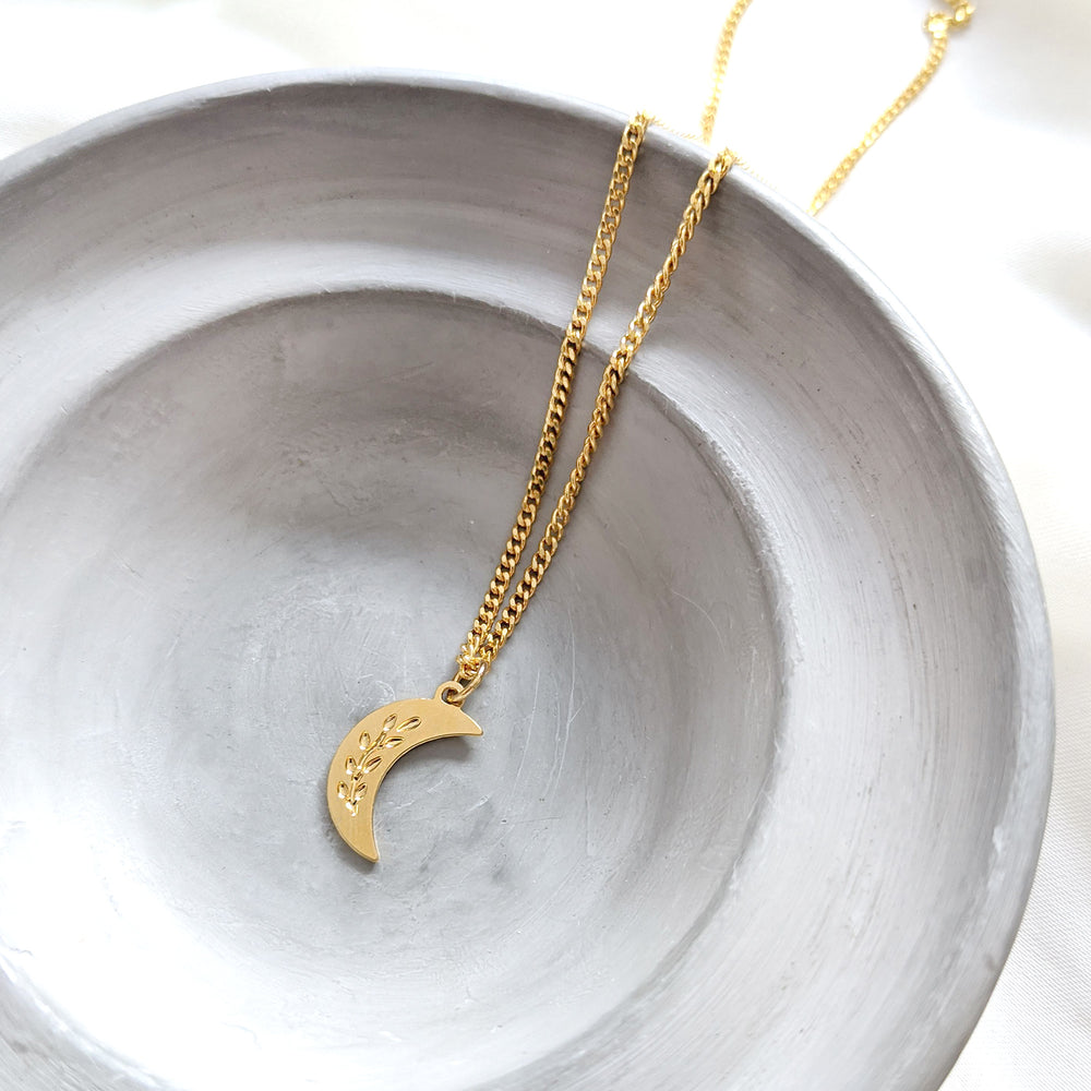 Crescent Moon with wheat Engraving Necklace Gold / Silver