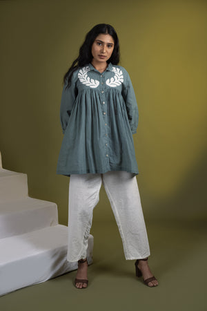 Teal applique gathered top with white pants