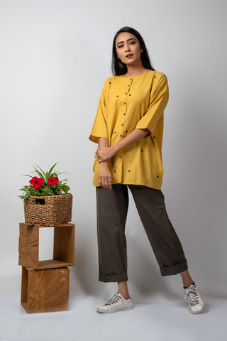 mustard anti-fit short with grey applique dots
