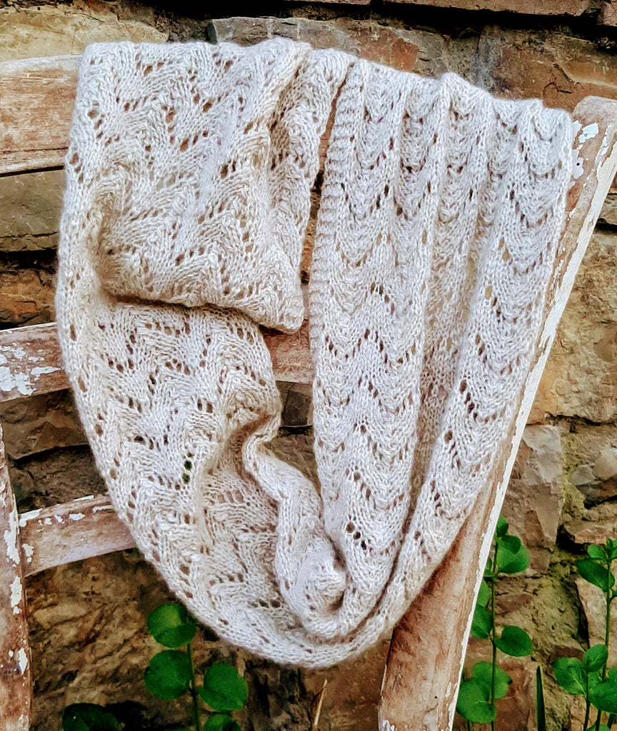 HAND-KNITTED 100% CASHMERE COWL 'LEAF' PATTERN