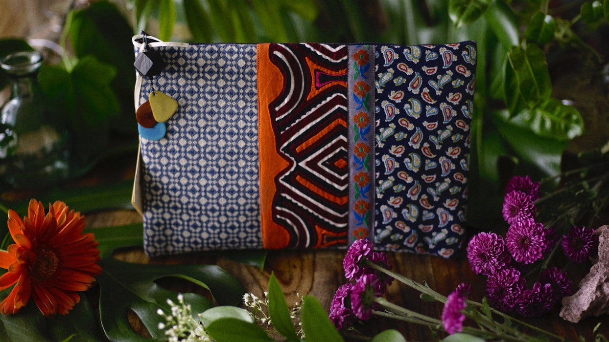Kindly-Viviendo-Handmade-Panama-Guna-Yala-Clutch-Model