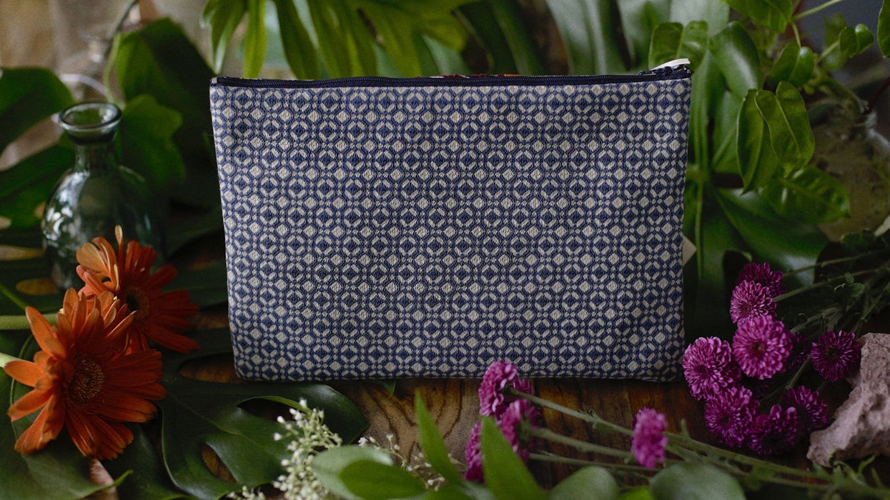 Kindly-Viviendo-Handmade-Panama-Guna-Yala-Clutch-Mode