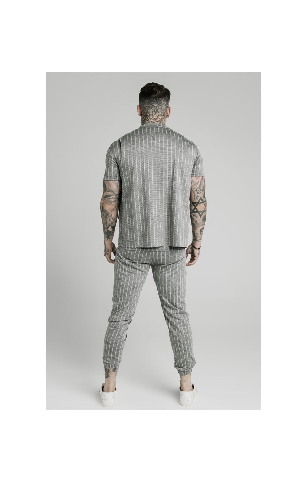 Charger l'image dans la galerie, SikSilk Smart Wear Vest - Grey Pin Stripe (5)