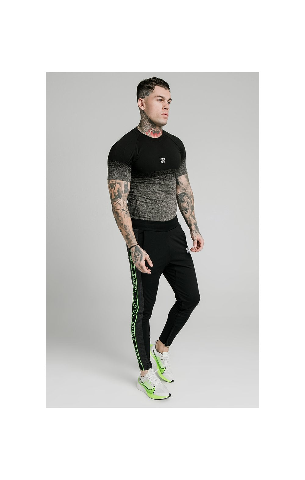 Charger l'image dans la galerie, SikSilk Fade Compression Tee - Black & Grey (3)