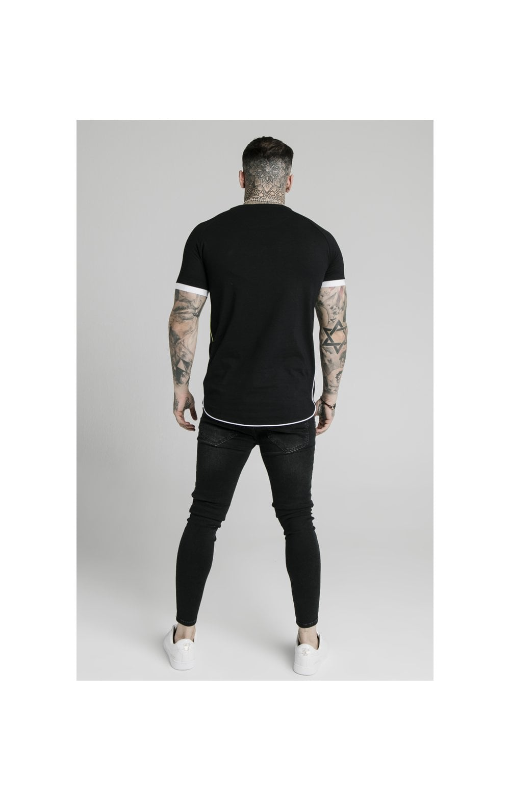 Charger l'image dans la galerie, SikSilk S/S Fade Piping Tech Tee - Black & Fluro (4)