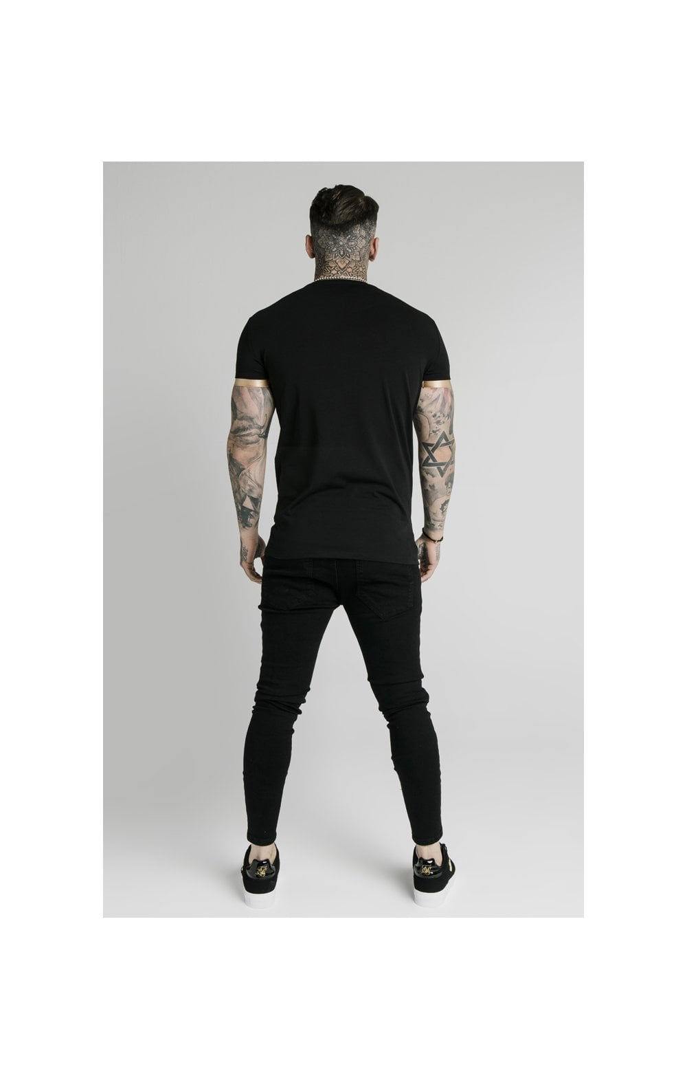 SikSilk S/S Inset Cuff Gym Tee – Black & Gold (6)