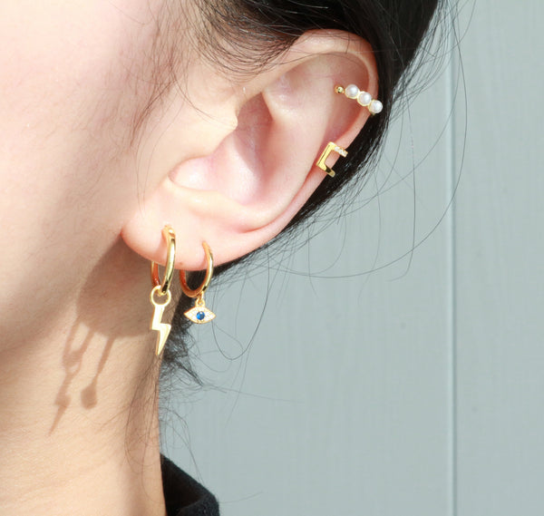 Meideya Jewelry - Woman wearing pearl ear cuff