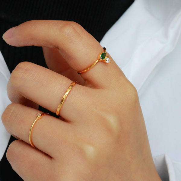 Meideya Jewelry - Hand with rings