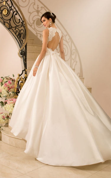 backless princess wedding dress
