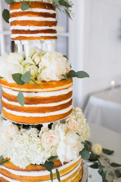 Photo by Julia Elizabeth Photography; Cake by Front Street Bakery