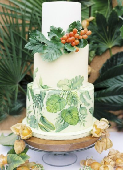 Photo by Zosia Zacharia Photography; Cake by Cakes by Kristhanthi