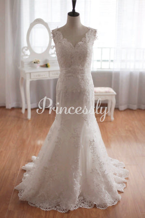 Elegantly Luxury Mermaid Lace Wedding Gown of Open Back &