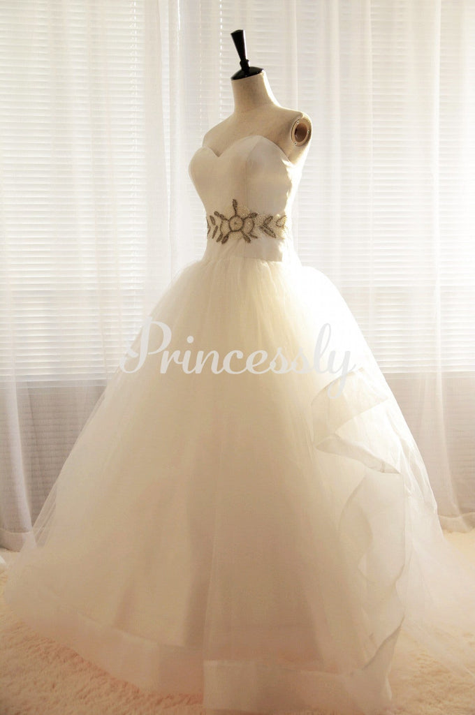 Strapless Sweetheart Tulle Ball Gown Wedding Dress with