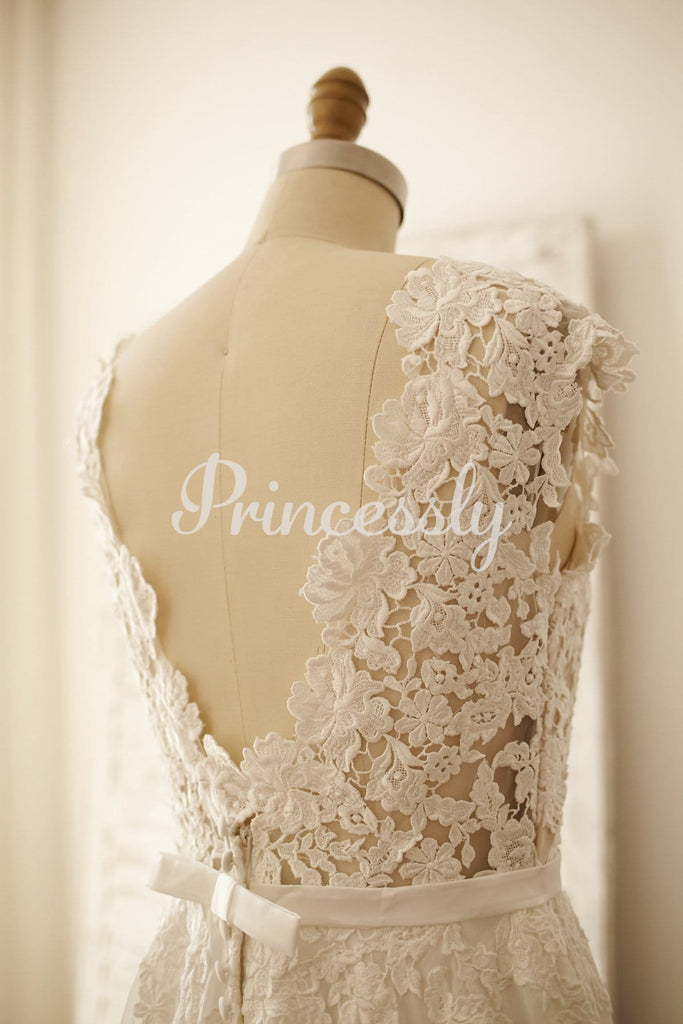 Vintage Deep V Back Lace Chiffon Wedding Dress