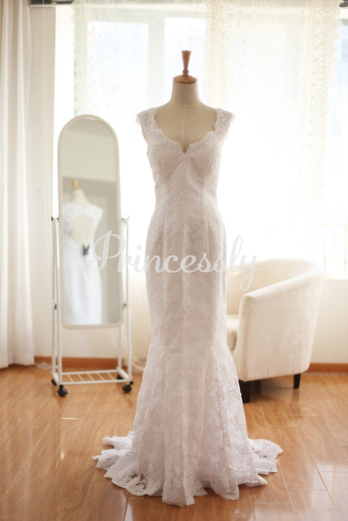 Vintage Lace Keyhole Mermaid Wedding Dress