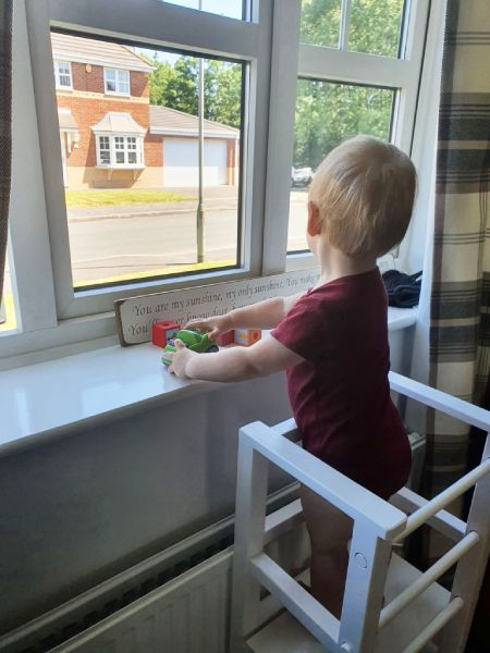 In the tukataka learning tower, children can do various activities - for example, look out the window and observe the world