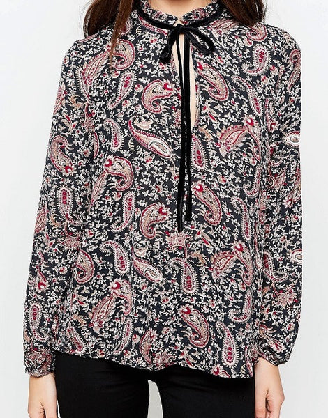 BLOUSE WITH RUFFLE NECK IN PAISLEY PRINT TUCKED