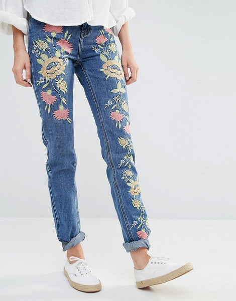 BOYFRIEND JEAN WITH FLORAL EMBROIDERY ROLLED