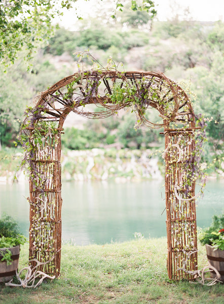 Outdoor weddings are beautiful and allow you to be creative with your wedding decor! | Kennedy Blue