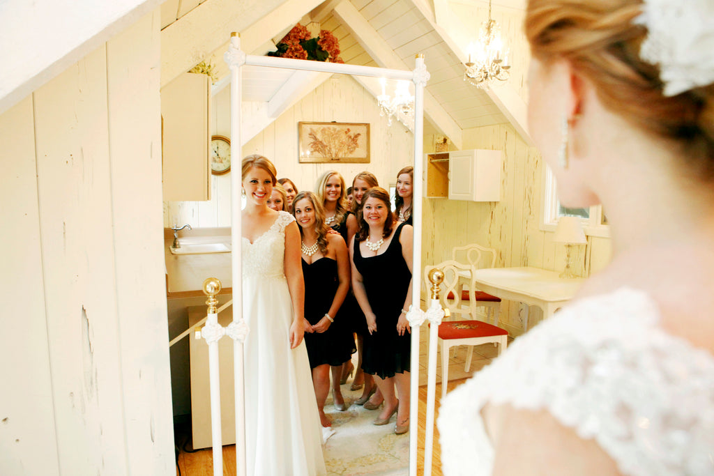 A fun wedding picture of the bride and bridesmaids | Photo by Hannah Schmitt Photography | Stunning Wedding Photos to Inspire Your Big Day! | Kennedy Blue