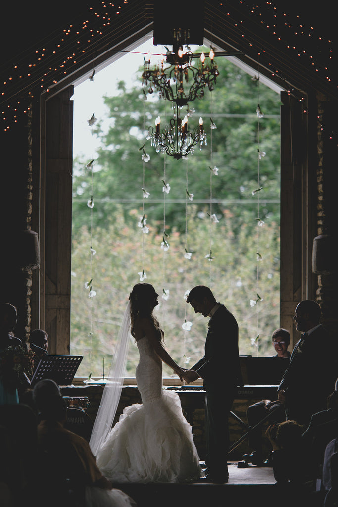 A gorgeous shot of the couple during the wedding ceremony | Photo by Ray + Kelly Photographers | Stunning Wedding Photos to Inspire Your Big Day! | Kennedy Blue