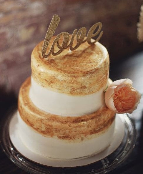 This orange gold cake is perfect for a fall wedding | Kennedy Blue