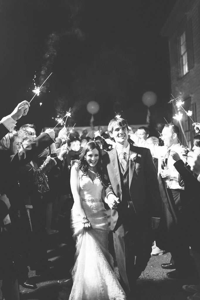 A black and white wedding picture of the bride and groom making their grand exit | Photo by Veronica Lola Photography | Stunning Wedding Photos to Inspire Your Big Day! | Kennedy Blue
