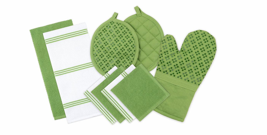 This 9 piece kitchen and towel set, available in a variety of colors like green is great for the wedding registry | The Bride's Ultimate Guide to Creating the Perfect Wedding Registry | Kennedy Blue