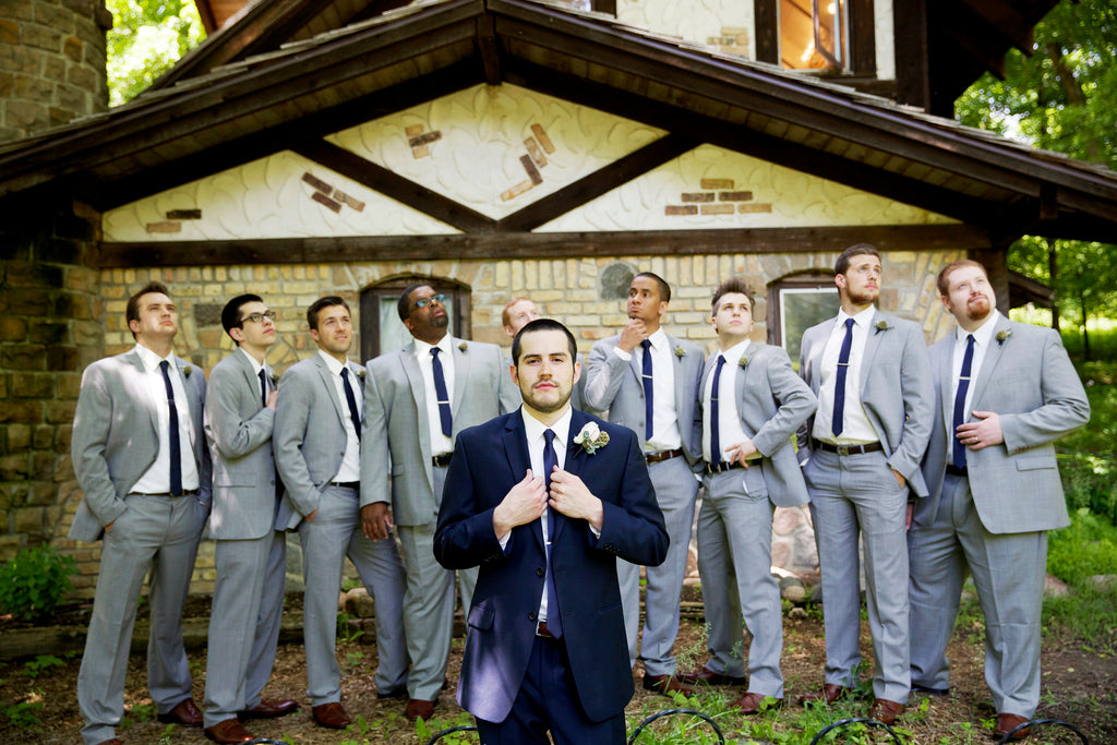 Must-Have Wedding Pictures of the Groom and Groomsmen