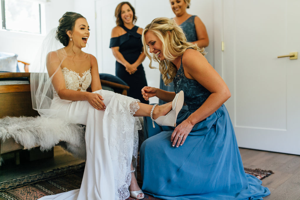 bridesmaid getting ready photos