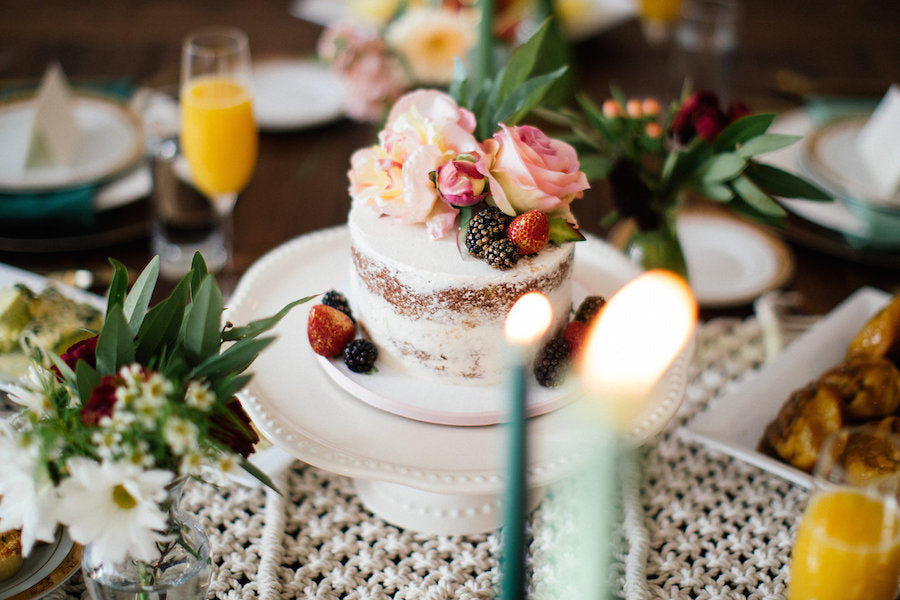 one layer cake with real flower | Boho Styled Shoot