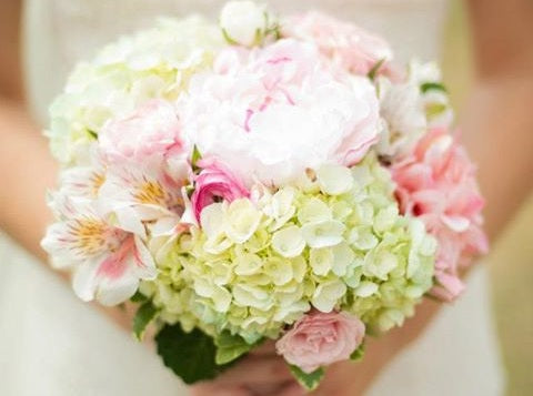 Flowers for Wedding Bouquets: What to Do When They're Out of Season
