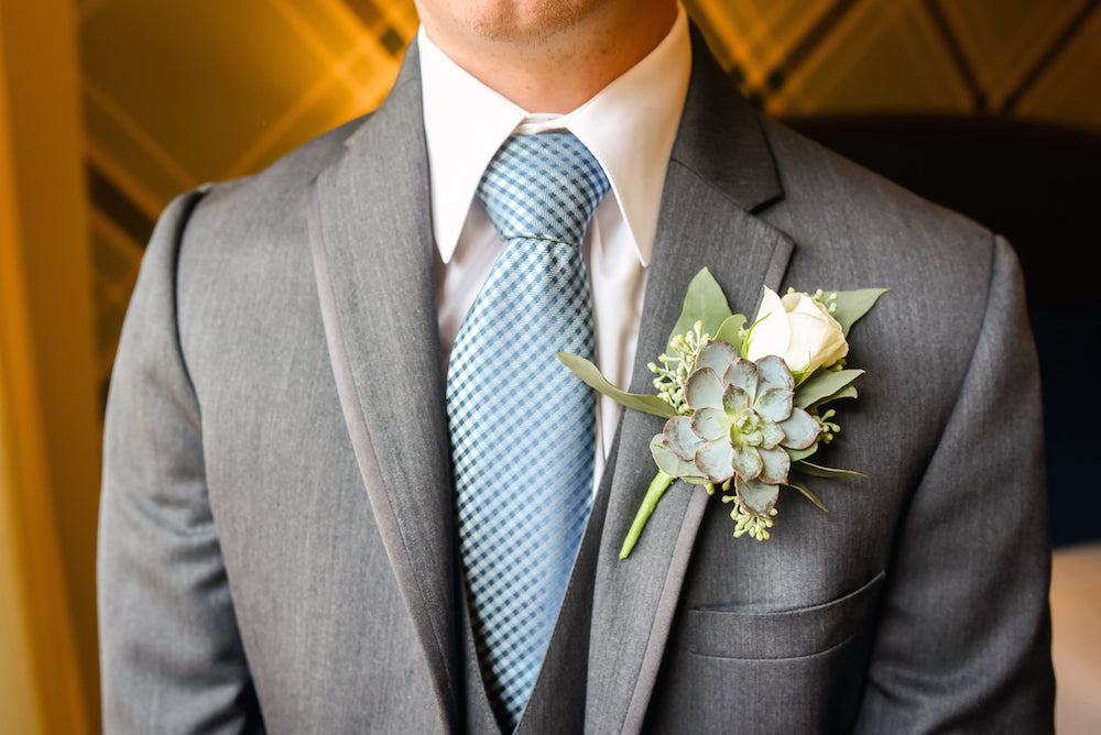 Groom-tux-details-Annie-Ryan-Wedding-Kennedy-Blue
