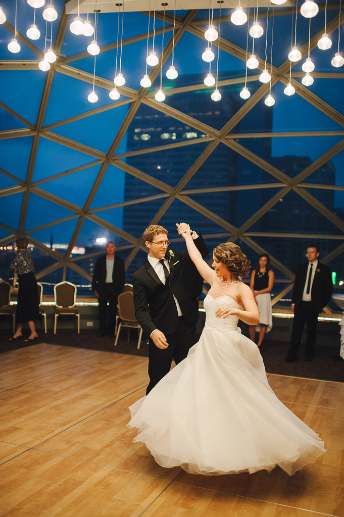 Must-Have Wedding Pictures of the First Dance