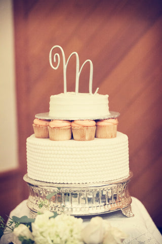 A simple and elegant cake. | A Fall Wedding Filled With Elegance and Style