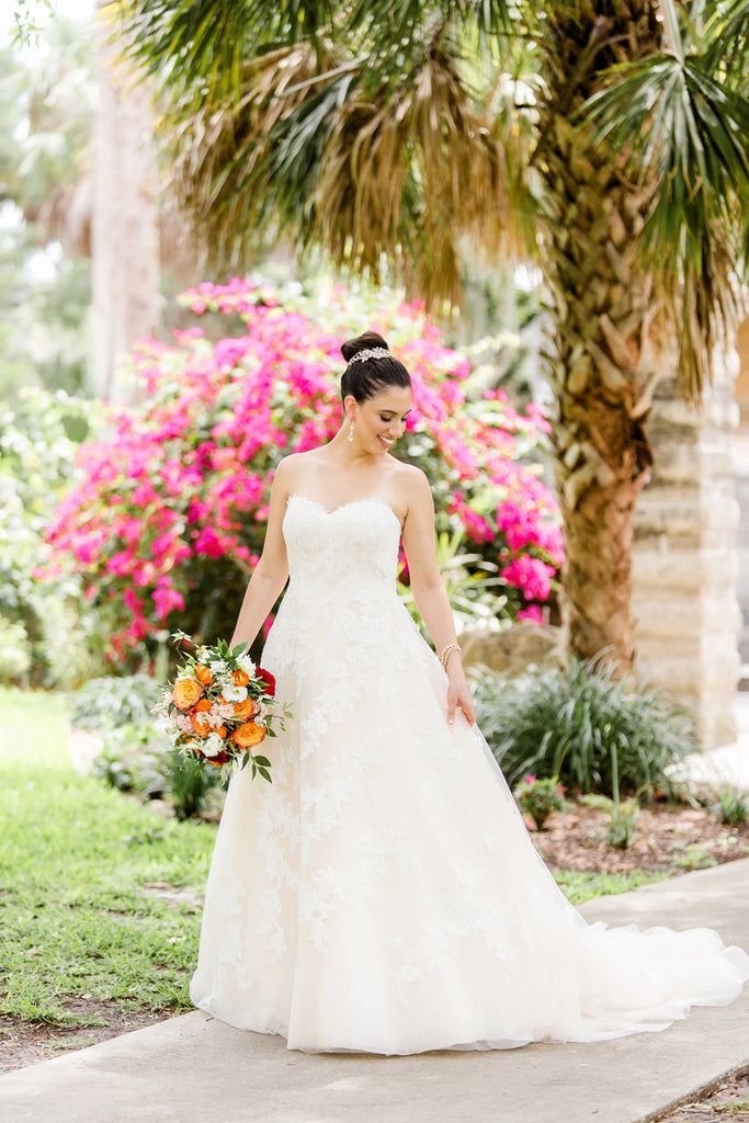 Colorful Bride Shot | Alexis and Michaels Wedding | Featured on Destination Wedding Details | Real Wedding blog
