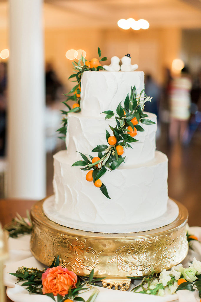 Wedding Cake | Alexis and Michaels Wedding | Featured on Destination Wedding Details | Real Wedding blog