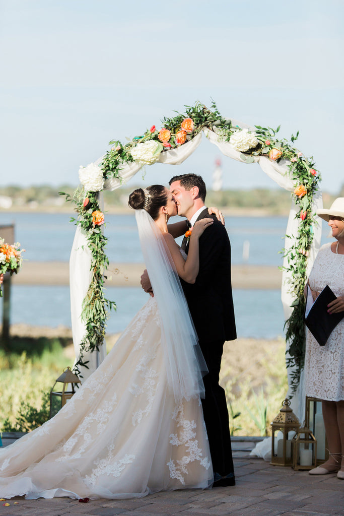First kiss | Alexis and Michaels Wedding | Featured on Destination Wedding Details | Real Wedding blog