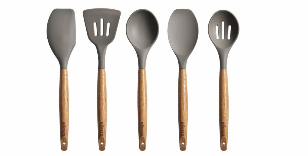 Add this 5 piece cooking utensil set with Natural Acacia Hard Wood Handle to your wedding registry  | The Bride's Ultimate Guide to Creating the Perfect Wedding Registry | Kennedy Blue