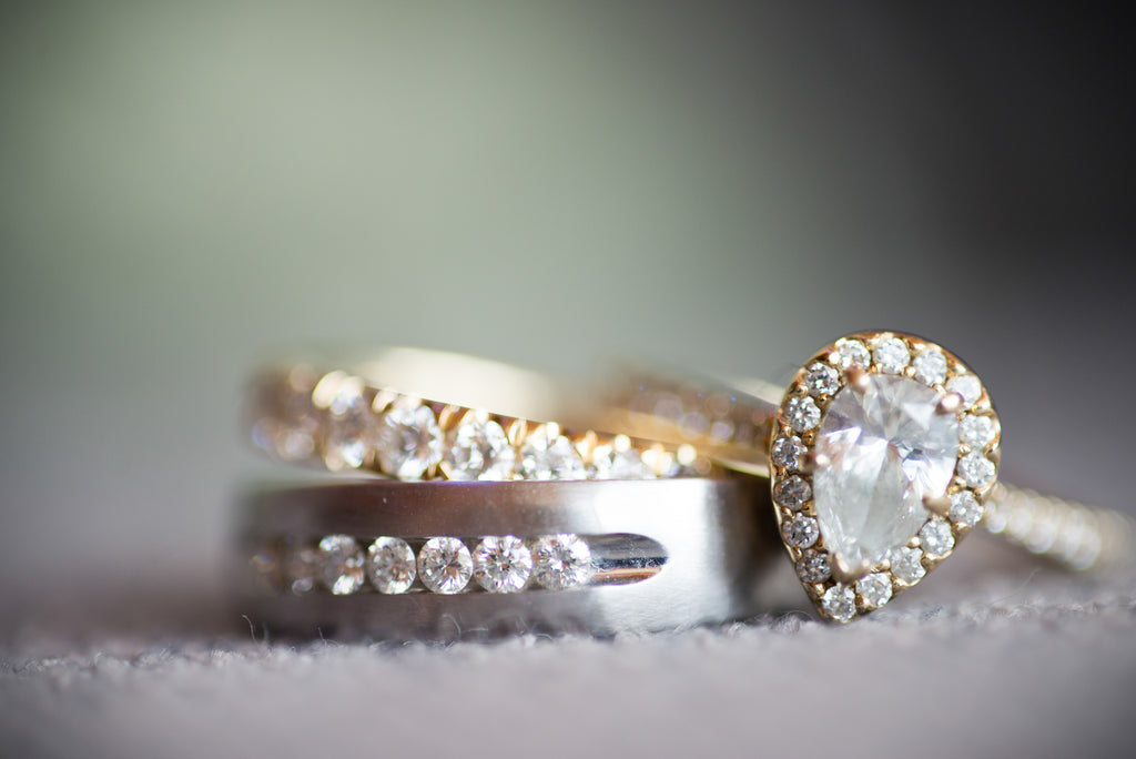 A gorgeous gold, vintage-style ring. | A Modern Wedding Filled with Romance & Glamour