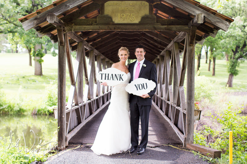 Must-Have Wedding Pictures of a Thank You Photo
