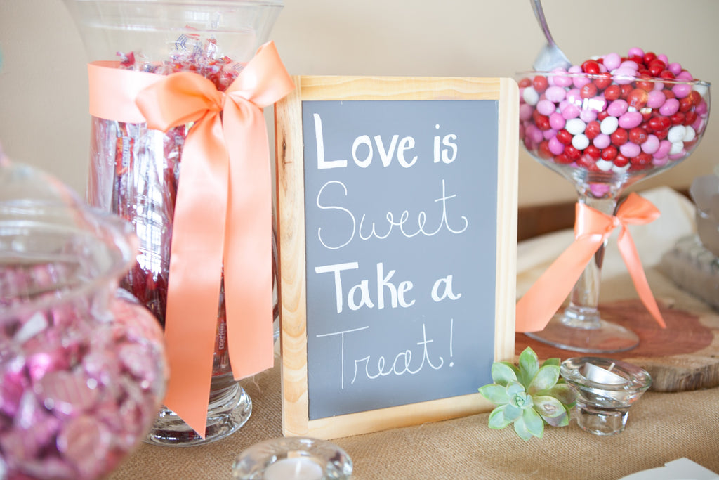 A candy bar for the wedding guests! | An Outdoor Wedding That's Simply Charming | Kennedy Blue