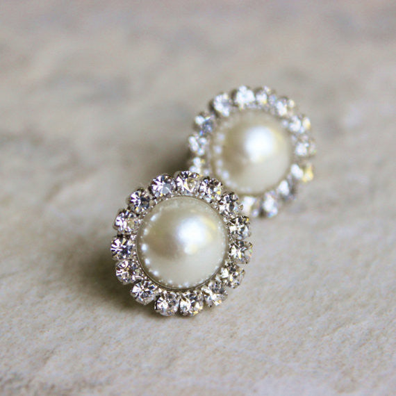 Beautiful pearl earrings such as these are perfect accessories bridesmaid dresses! | Your Ultimate Guide to Accessorizing Bridesmaid Dresses | Kennedy Blue