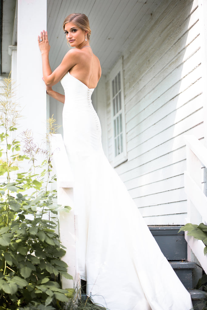 Featured Style: A Simple Elegant Wedding Dress | Kennedy Blue